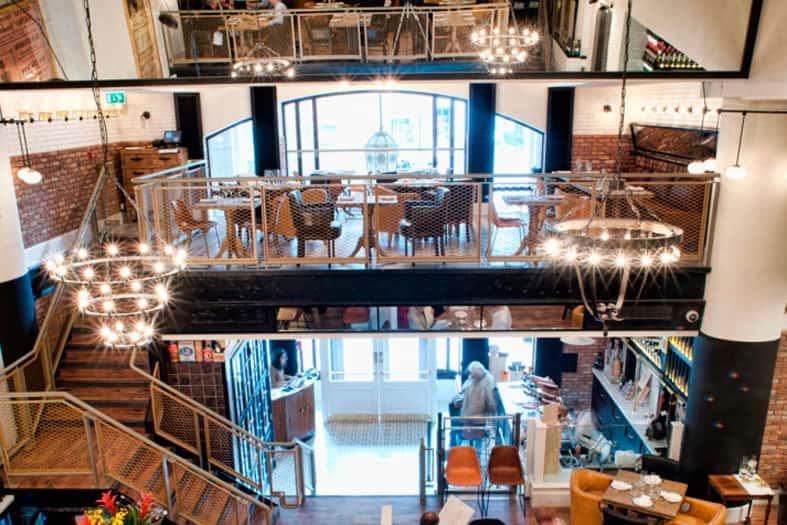 Iluminación decorativa en Ibérica Canary Wharf London de Lázaro Rosa-Violán