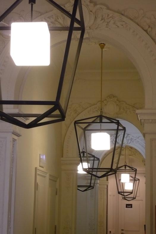 Lámparas colgantes de diseño en Hotel Parktik Barcelona. Lárazo Rosa-Violán Studio
