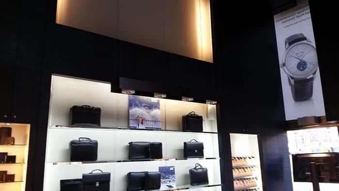 Decoración e iluminación en tienda Montblanc