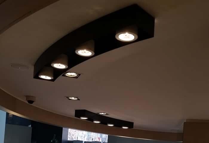 Lámpara de techo con cuatro focos