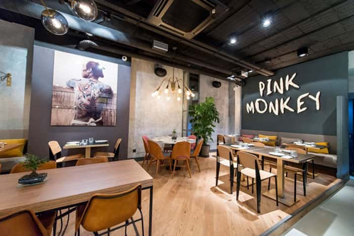 Lámparas de techo colgantes en Restaurante Pink Monkey