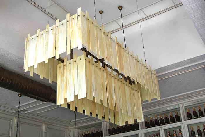 Lámparas colgantes de diseño en Restaurante La Canica de Campo de las Naciones