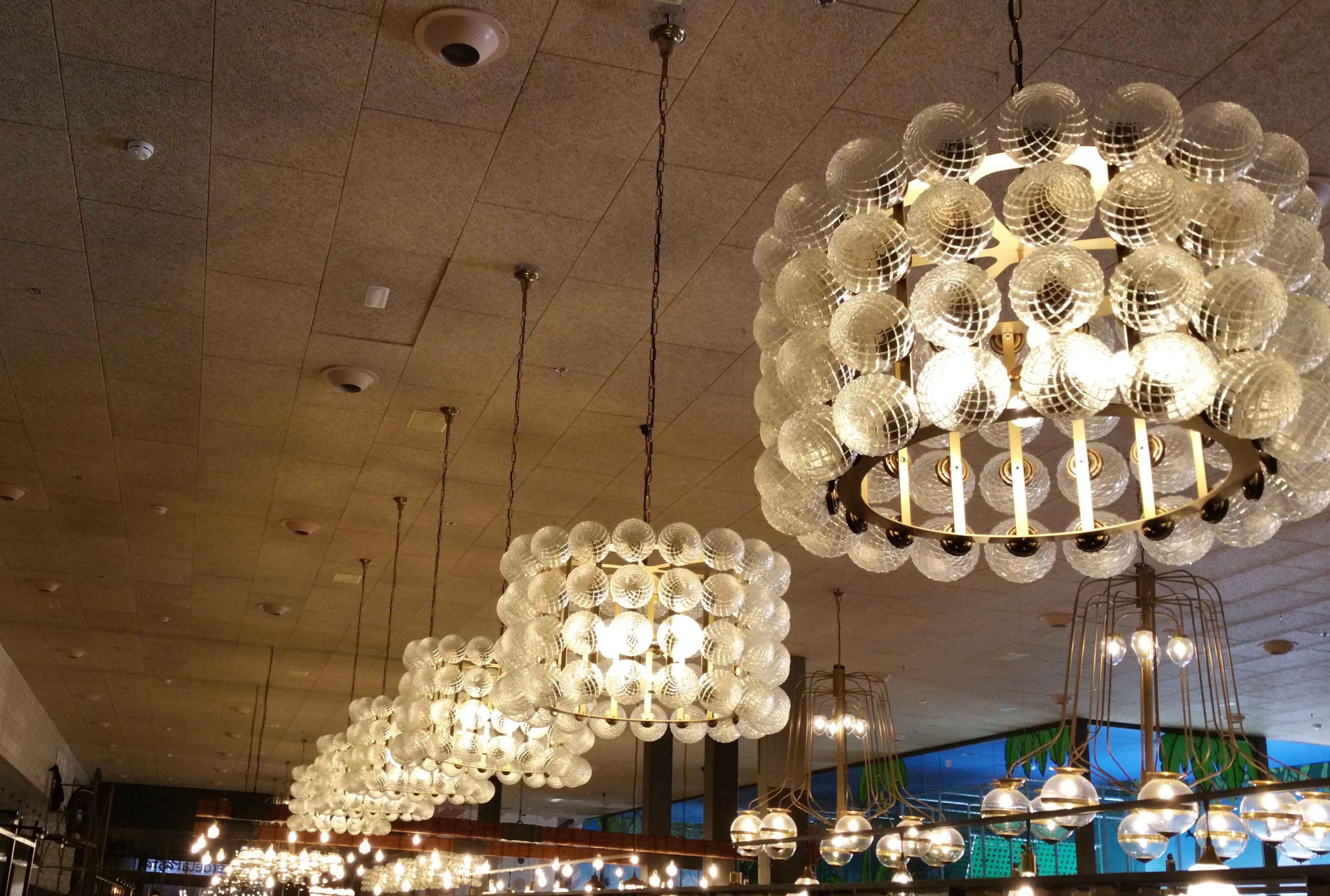 Lámparas de diseño en Restaurante Muerde la Pasta en Mataró y Madrid