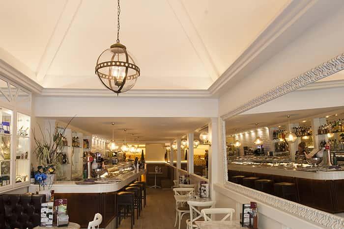 Lámpra de techo colgante vintage en Cafetería Regine