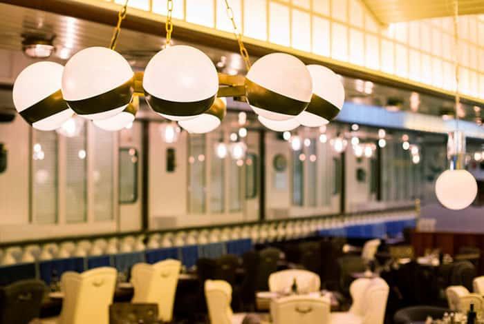 Lámparas de techo colgantes con bolas de cristal blanco opal