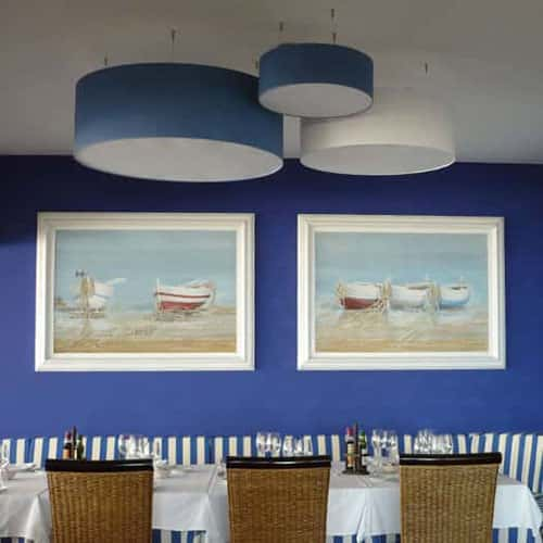 iluminacion-lamparas-pantalla-restaurante-arroseria-terramar-sitges-square