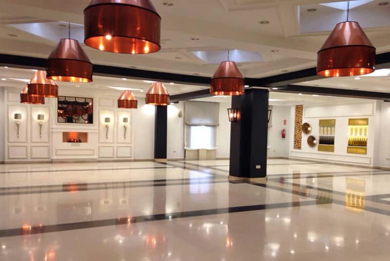 lamparas-techo-pantalla-cobre-hall-hotel-alameda-3