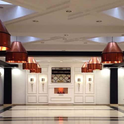 lamparas-techo-pantalla-cobre-hall-hotel-alameda-square