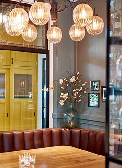 lámparas de diseño colgantes en Welgelegen Stads Café en Holanda