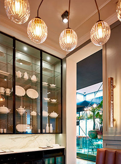 Lámpara de techo con bolas de cristal rayadas