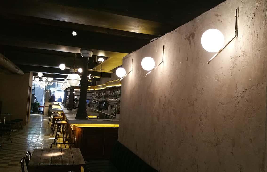 Aplique con bola opal en Restaurante La Paisana de Casa Gracia de Barcelona