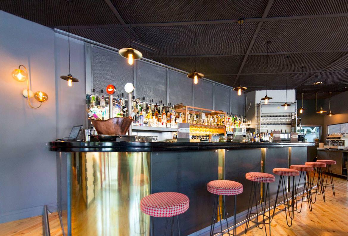 Lámpara de techo de diseño en Restaurante Sasha Boom de Madrid