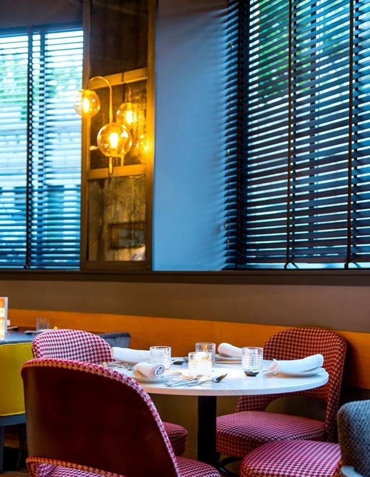 Decoración e iluminación en Restaurante Sasha Boom de Madrid