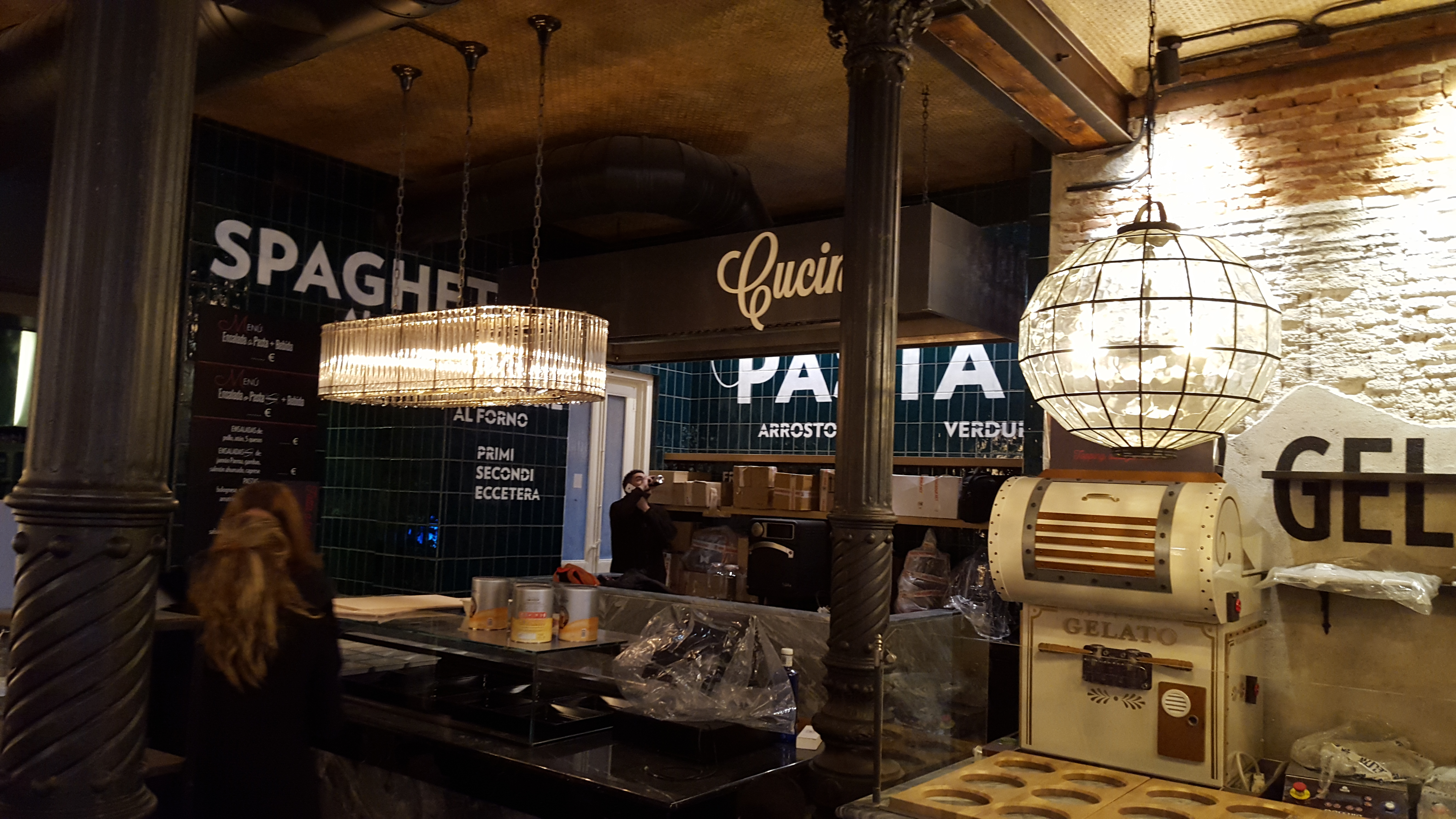 Iluminación a medida con led en Restaurante La Focaccella de Madrid