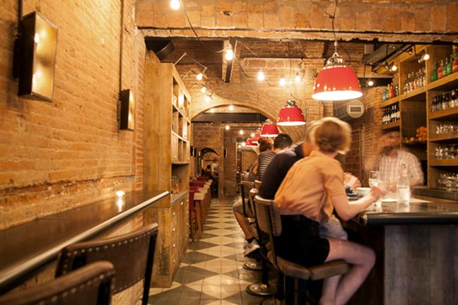Lámpara de diseño a medida en Restaurante Chicken Shop de Barcelona