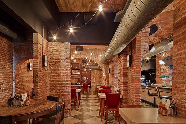 Diseño e iluminación en en Restaurante Chicken Shop de Barcelona