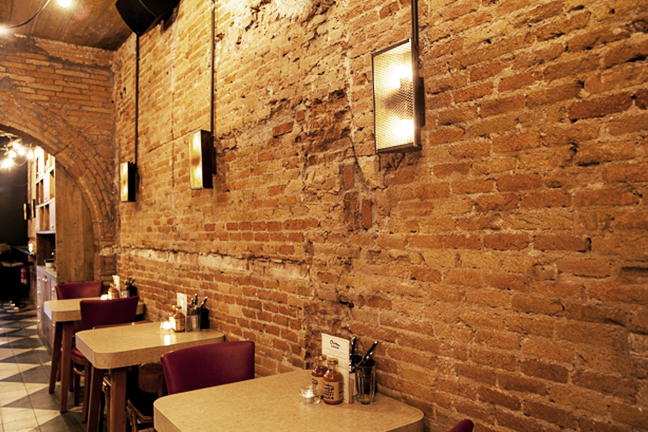Plafones vintage en en Restaurante Chicken Shop de Barcelona
