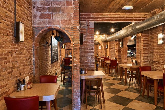 fLámparas de diseño en en Restaurante Chicken Shop de Barcelona