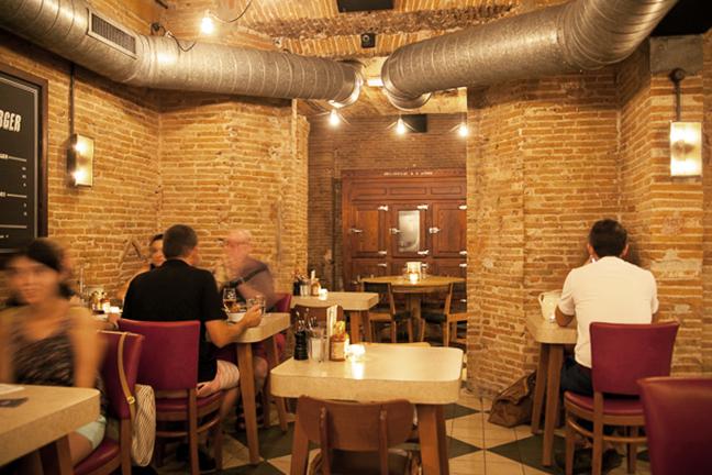 Iluminación vintage en en Restaurante Chicken Shop de Barcelona