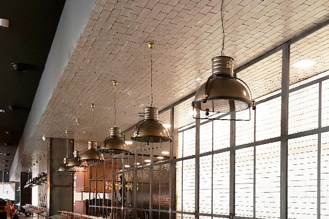 Lámparas de techo colgantes vingate estilo industrial en Restaurante Muerde la Pasta de Valencia