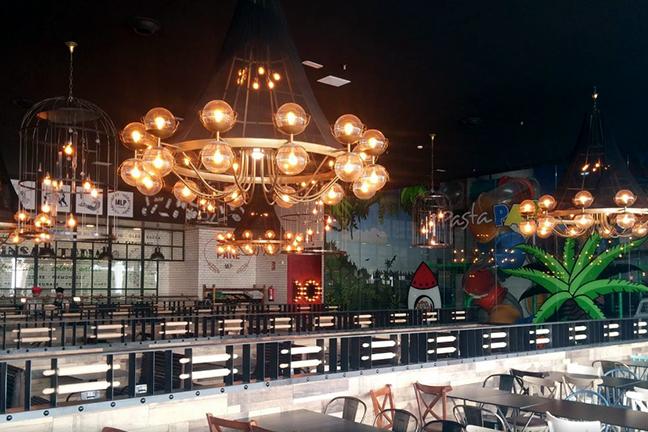 Lámpara de techo de diseño en Restaurante Muerde la Pasta de Valencia