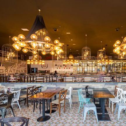 Lámpara de techo colgante de diseño en Restaurante Muerde la Pasta de Valencia
