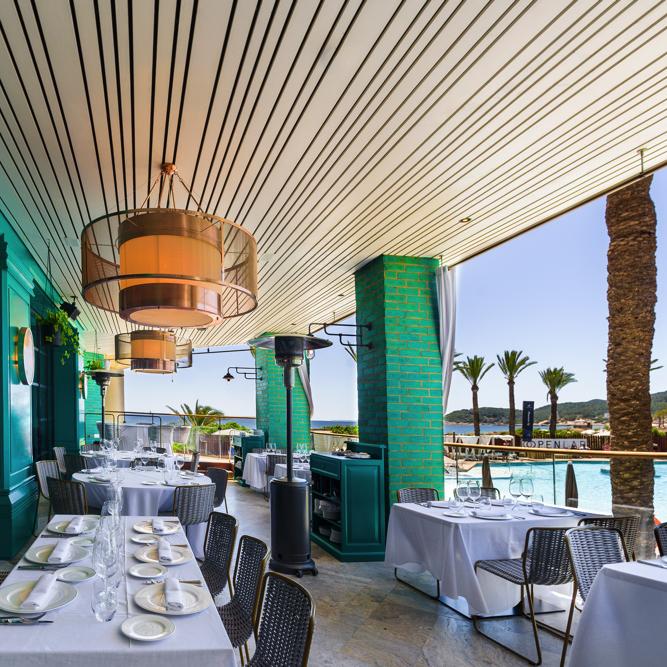 Colección 2020 de lámparas de techo colgantes en Restaurante Tatel Ibiza