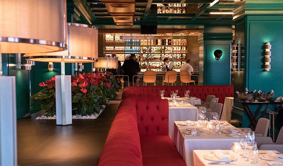 Nueva colección 2020 de lámparas de techo y apliques de pared en Restaurante Tatel Ibiza