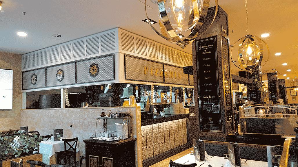 Novedasdes 2020 de lámparas de techo colgantes con bolas de cristal transparentes en Cadena de Restaurantes La Piamontesa en Tarragona y Madrid