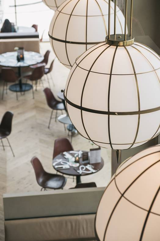 Diseño de lámparas en restaurante Loetje